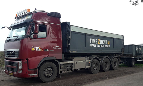 Containerauto met kettingsysteem